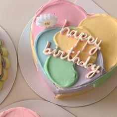 Pretty Birthday Cakes, Pretty Cakes, Beautiful Cakes, Amazing Cakes, Cake Birthday, Mini Cakes, Cupcake Cakes, Simple Cake Designs, Simple Cakes
