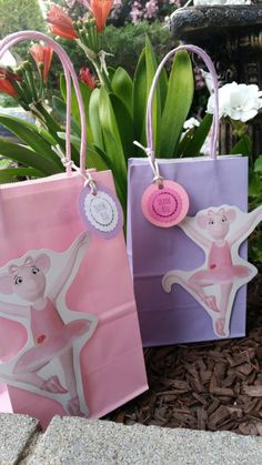 Angelina Ballerina Party Favor  Bags. \ 12 bags by JennexPartySupply on Etsy https://www.etsy.com/listing/226622839/angelina-ballerina-party-favor-bags-12