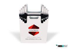 Saco em cartão produzido para o ginásio KALORIAS. Consulte alguns dos nossos trabalhos no nosso portfólio. http://www.mediapack.com/portfolio/