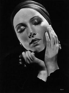 Brigitte Horney - 29 mars 1911 Mona Lisa, Mars, Artwork, Actors, Work Of Art, March, Auguste Rodin Artwork, Artworks, Illustrators