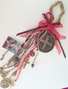 St Benedict home Blessing Charm/ Amuleto de San0