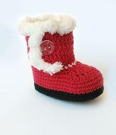 Weihnachten häkeln Baby Stiefel, Santas häkeln Booties, rot und weiß baby Stiefel  Liebevoll gehäkelte Baby Schuhe. Hergestellt aus weichem Baby Garn - 55 % Baumwolle + 45 % Acryl. Haben Sie doppelte Sohle + Eva-Schaumstoff-Füllung. Schönes Geschenk für Weihnachten, gemütlich und wunderbare Accessoire für Ihre kleinen.  Bearbeitungszeit für ein paar dieser Schuhe ist über 3-5 Werktagen.  Persönlich von mir in rauchfrei gemacht.  Größen könnte wie folgt aussehen:  Neugeborenen - 3 Zoll (≈ 8…