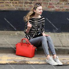 My Style: The Michael Kors Selma Bag and Casual Converse Sneakers Michael Kors Selma, Cheap Michael Kors, Michael Kors Jet Set, Only Fashion, Look Fashion, Runway Fashion, Fashion Outfits, Fashion Trends, Teen Fashion