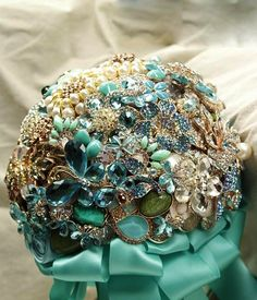 Pretty bridal brooch bouquet