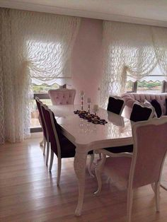 Pin by kaci bby on Homebase ideas' in 2019 Elegant Dining Room, Dining Room Design, Interior Design Living Room, Living Room Decor, Style At Home, Elegant Curtains, Bedroom Furniture Design, Paint Colors For Living Room, Home Fashion