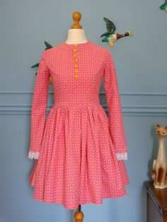 Vintage 60s Floral Mod Dress size small - £38.00