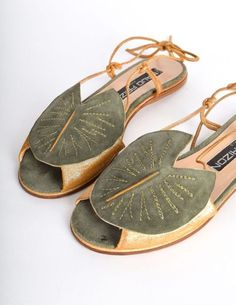 Maud Frizon Vintage Gold Leather & Green Suede Lily Pad Sandals - from Amarcord Vintage Fashion Sock Shoes, Shoe Boots, Shoe Bag, Women's Shoes, Crazy Shoes, Me Too Shoes, Green Suede, Clutch, Mode Inspiration