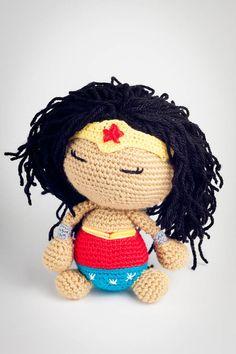 Dormilona disfrazada de Wonder Woman.  Imu Amigurumi