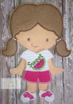 Summer Time Cute: Shorts Outfit with Embellished Top Outfit for Felt Doll Felt Kids, Felt Baby, Fabric Dolls, Paper Dolls, Diy Fairy Door, Felt Doll Patterns, Operation Christmas Child, Felt Decorations, Felt Christmas Ornaments