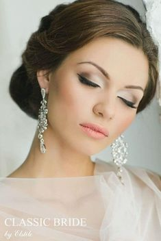 cool 56 Natural Wedding Makeup Ideas To Makes You Look Beautiful http://www.lovellywedding.com/2018/02/21/56-natural-wedding-makeup-ideas-makes-look-beautiful/ #weddingmakeup