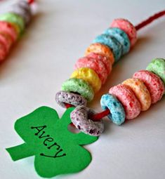 Cute and edible necklace for kids to make this St. Patrick's Day! Great for working on fine motor skills!