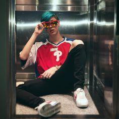 Lobo futurista en el ascensor HOY ROMPEMOS GESELL 🐺🤘🏻 ���