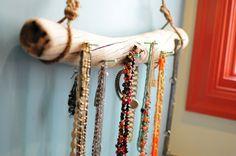 DIY: driftwood jewelry display