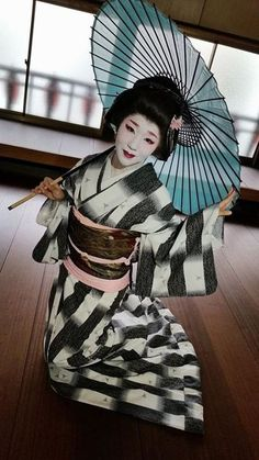 Ayaka - geisha of Nagasaki city by Junji Higuchi on Facebook She is the most popular geisha in Nagasaki. No wonder why (^^)