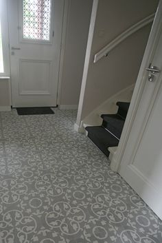 Portugese tegels in hal Entry Tile, Tiled Hallway, Entry Stairs, Entry Hallway, Hall Tiles, Tuile, Vintage Tile, Hallway Designs, House Entrance