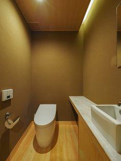 北林泉の家 来客用トイレは和のしつらえ トイレ / 和 / 新築 / 左官 / 和室 / 間接照明