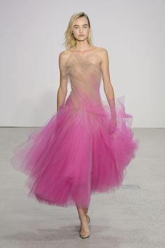 Oscar de la Renta's Spring 2018 Gowns Will Take Your Breath Away - HarpersBAZAAR.com