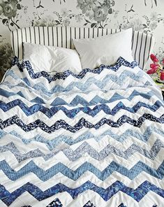 Learn how to make this chevron quilt on the with The Liberty Simple Sewing Book Blue Monochromatic Quilting Tips, Quilting Tutorials, Quilting Projects, Quilting Designs, Chevron Quilt Tutorials, Blue Quilts, White Quilts, My New Room, Quilt Making