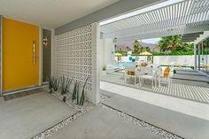 Espaces outdoor et pergola en blanc de cette belle demeure