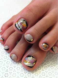 Cute toenail designs for fall 2016 Nail Art Styling Pedicure Nail Art, Toe Nail Art, Cute Toenail Designs, Pedicure Designs, Fancy Nails, Love Nails, Pretty Toes, Pretty Nails, Alien Nails