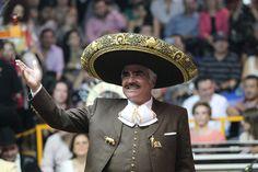 Con el poder de convocatoria intacto y el cariño del público en el corazón. Así se va Vicente Fernández, quien éste fin de semana ofreció los últimos tres palenques de su carrera en las Fiestas de Octubre de Guadalajara