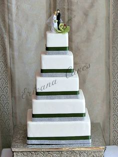 Image from http://www.erivanacakes.com/photos/undefined/5%20tier%20square%20cake.jpg.