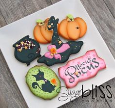 This is the set for our October 2016 cookie class. The cauldron on our set was inspired by ❤️ halloween cookies Halloween Cookies Decorated, Halloween Sugar Cookies, Halloween Desserts, Halloween Cakes, Halloween Treats, Halloween Witches, Decorated Cookies, Fall Cookies, Iced Cookies