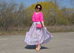 http://krynka.pyn.com/2018/04/flowers-skirt/ #nyc #fashionover50 #over50 #ootd #style #womanfashion #moda #zara #hm #forever21 #flowersskirt #gap