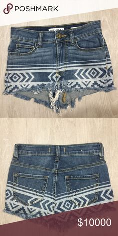 Bullhead Jean Shorts Shorts in great condition! Super cute!! Shorts say size 1 but they fit like a 0. Bullhead Shorts Jean Shorts