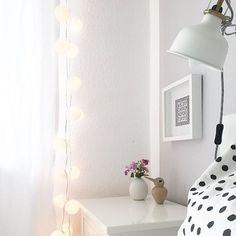 Kommt gut in die Nacht machts euch gemütlich und habt einen tollen Start in die neue Woche!  @_wohnverknallt  #sunday #mood #goodmoods #white #polkadots #interior #stringlights #lichterkette #bett #zuhause #bedroom #design #ikea #frame #allwhite #sonntag #wochenende #2018