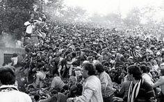 La strage dell'Heysel, a 31 anni dalla tragica finale Juventus - Liverpool Sono passati 31 anni dalla tragica finale Juventus - Liverpool allo stadio Heysel di Bruxelles. 39 i morti causati dagli hooligans del Liverpool. Quest'ultimi squarciando la barriera che li dividevan #calcio #juventus #liverpool #heysel