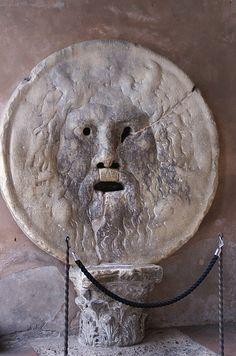 Rom, Piazza della Bocca della Verità, Santa Maria in Cosmedin, Bocca della Verità (Mouth of Truth)
