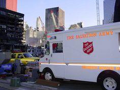 Eins von vielen Notfalleinsatzfahrzeugen der Heilsarmee, das am 9. September 2001 am Ground Zero eintraf, um Rettungskräften sowie Opfern zu helfen