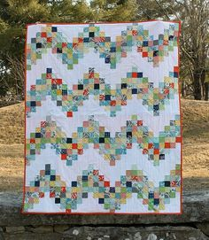 Good Day Sunshine: A Scrappy Quilt Tutorial (Sew Mama Sew) Chevron Quilt, Scrappy Quilt Patterns, Jellyroll Quilts, Scrappy Quilts, Easy Quilts, Easy Quilt Patterns Free, Block Patterns, Free Pattern, Strip Quilts