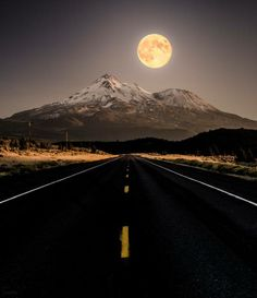 Full Moon Rising Over Mount Shasta, captured from the road. Photography by Derek Kind Beautiful Moon, Beautiful World, Beautiful Roads, Moon Beauty, Monte Shasta, Stars Night, Usa Holidays, Shoot The Moon, Under The Moon