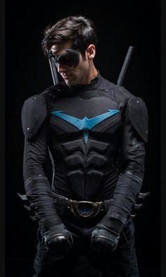 Nightwing (from DC Comics, Batman) Nightwing Cosplay, Batman Cosplay, Superhero Cosplay, Cosplay Dc, Best Cosplay, Robin Cosplay, Marvel Dc, Wallpaper Animé, Space Opera