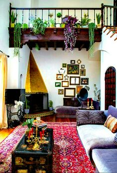 Real Life Living Rooms That Work (And Why) Indoor succulents and other plant varieties offer the necessary earthly element in a bohemian living room.Indoor succulents and other plant varieties offer the necessary earthly element in a bohemian living room. Handmade Home, Bohemian Living Rooms, Living Room Decor, Bohemian Room, Bohemian Apartment, Bohemian House, Gypsy Room, Decor Room, Bedroom Decor