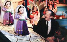For more than 20 years, Walt Disney dreamed up his Disneyland Theme Park. On July his dream became a reality after just one year of construction. Old Disney, Disney Love, Disney Magic, Disney Stuff, Six Flags, Disney Parks, Disney Pixar, Disney Couples, Disney Family