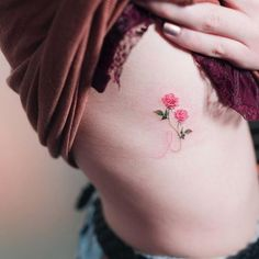 18 Delicate Floral Micro-Tattoos for the Subtle Flowerchild