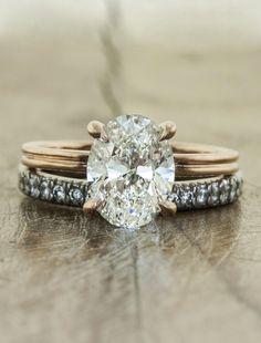 Gold wedding ring••