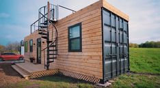 Small But Luxury Container Home with Roof Patio from Texas - Living in a Contain. Converted Shipping Containers, Shipping Container Cabin, Bungalow, Container Homes Australia, Container House Design, Container Van, Container Office, Surface Habitable, Rooftop Deck