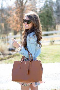 Chambray and tan (Tory Burch Robinson tote bag) Teen Fashion, Runway Fashion, Fashion Trends, Fashion Ideas, Preppy Girl, Street Style Women, Street Styles, Spring Summer Fashion, Spring Style