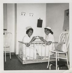 60 Vintage Photos of Nurses Being Awesome - NurseBuff Vintage Nurse, Vintage Medical, Vintage Family Pictures, Vintage Photos, Nurse Pics, Nurse Stuff, Nurse Ratchet, Nurse Stories, Becoming A Registered Nurse
