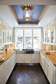 Butlers pantry in the 2012 House Beautiful Kitchen of the Year. Wow!