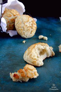 Un pan crujiente por el exterior y que se cuartea al hornearlo gracias a una capa que lleva por la superficie de pasta con harina de arroz,...