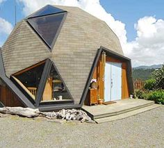 We had plans for a geodesic home in the 70s! But too many towns would not allow them to be constructed.  Fools.