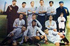 Primer fotografía del equipo entonces formado por:   J.R. Bricchetto (linesman), J. Farenga, P. Moltedo, Al. Penney, M. Vergara, S. Bacigaluppi (árbitro), G. Grande, Ar. Penney, J. Priano, J. A. Farenga, J. de Los Santos, L. Cerezo.