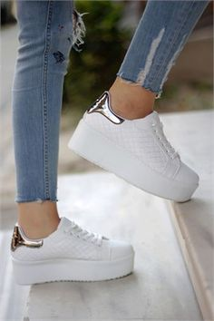 Thick Sole Lace-Up Sports Shoes – fatos queen – Join in the world of pin White Nike Shoes, Nike Air Shoes, Pretty Shoes, Beautiful Shoes, Girls Sneakers, Girls Shoes, Fashion Boots, Sneakers Fashion, Kawaii Shoes