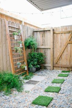 DIY faux grass stepping stones | sugarandcloth.com