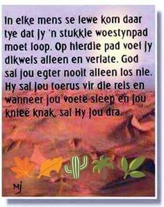 In elke mens se lewe kom daar tye dat jy 'n woestynpad moet loop Special Words, Special Quotes, Pray Quotes, Quotes To Live By, Afrikaanse Quotes, Prayer For The Day, Inspirational Quotes About Success, Empowering Quotes, Prayer Board